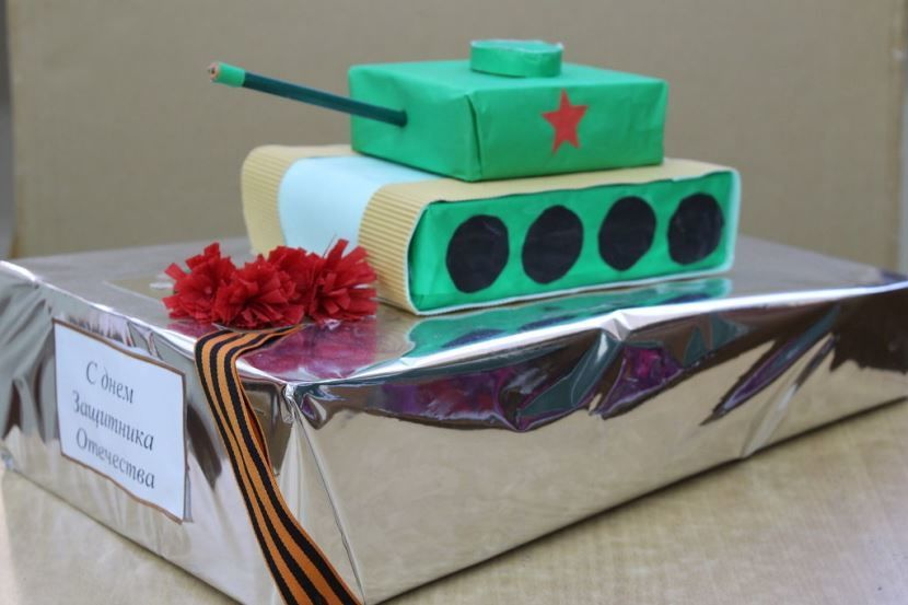 Подарок с танком, поделка на 23 февраля