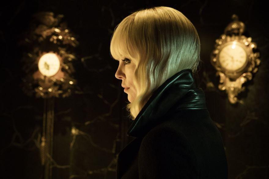 Бесплатные кадры к фильму Взрывная блондинка в качестве 1080 hd