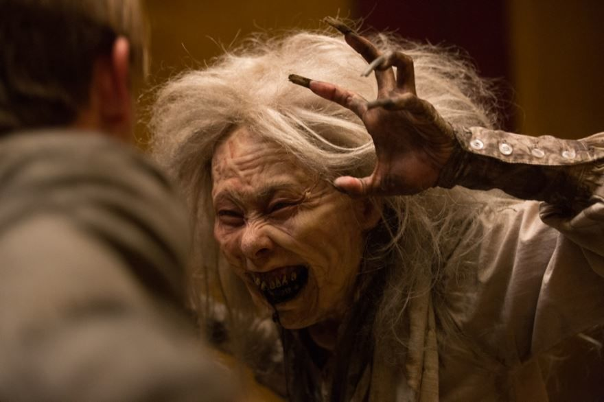 Смотреть бесплатно постеры и кадры к фильму Дом призраков онлайн