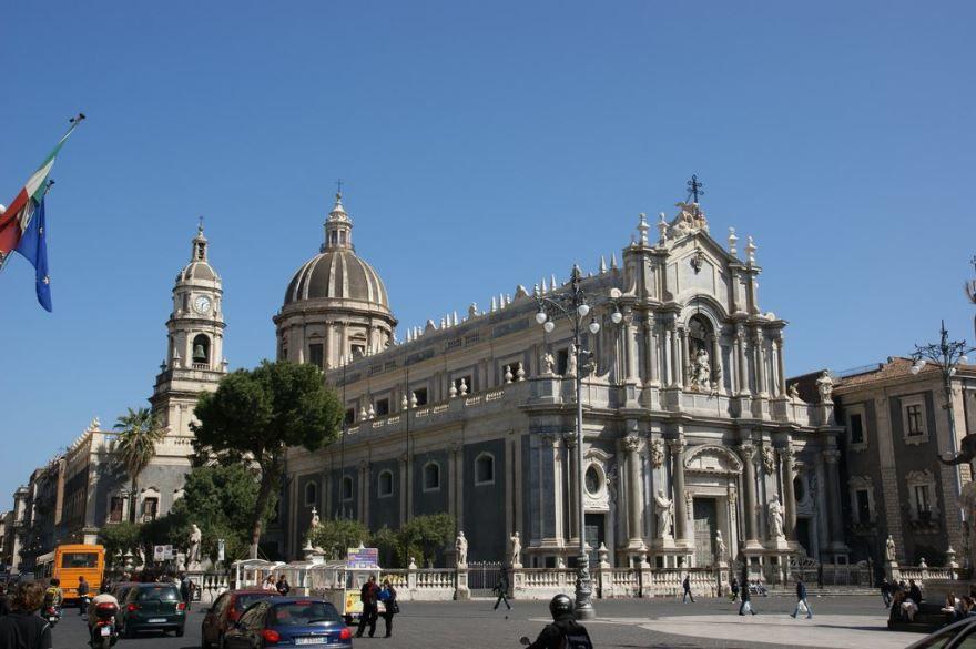 Скачать онлайн бесплатно лучшее фото город Катания в хорошем качестве