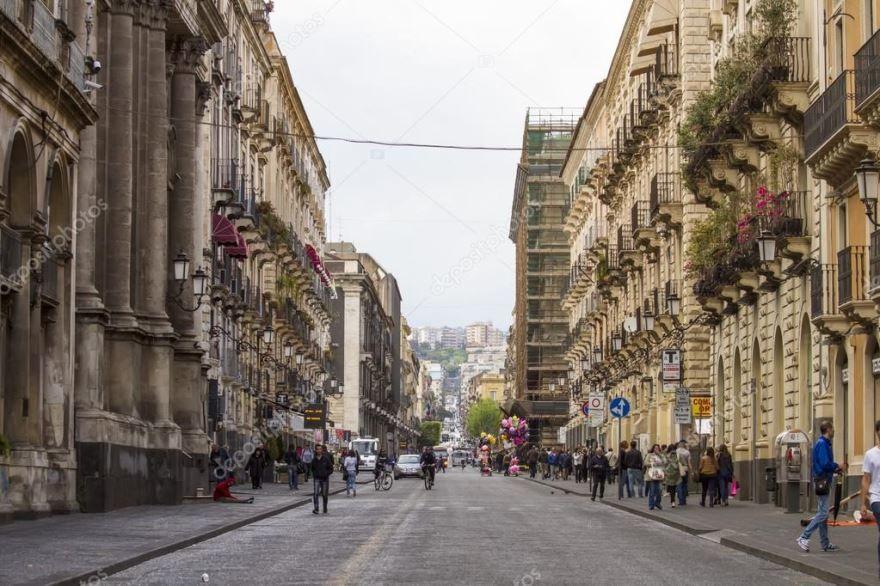 Улица город Катания Италия
