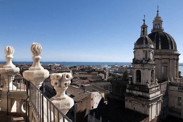 Вид на город Катания Италия
