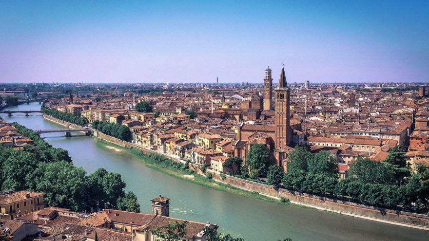 Вид на город Верона Италия