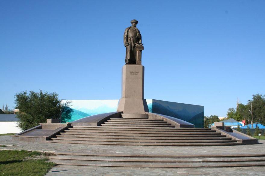 Памятник Жалаири город Талдыкорган