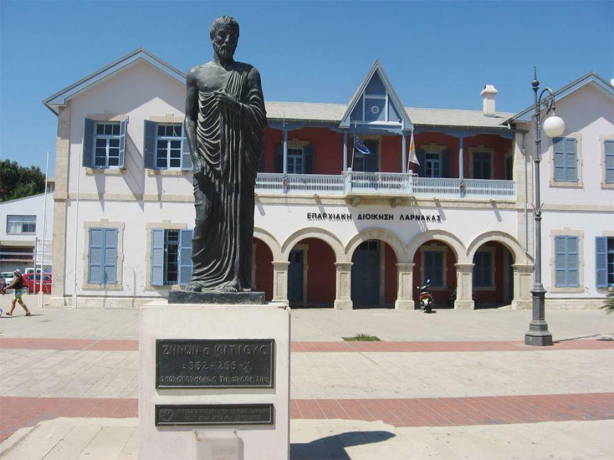 Памятник Зенону города Ларнака Кипр