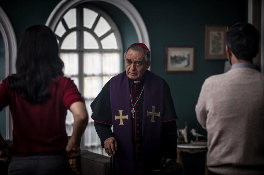 Смотреть бесплатно постеры и кадры к фильму Убежище дьявола онлайн