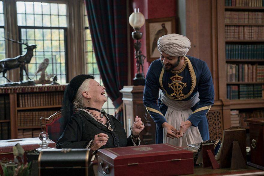 Смотреть бесплатно постеры и кадры к фильму Виктория и Абдул онлайн