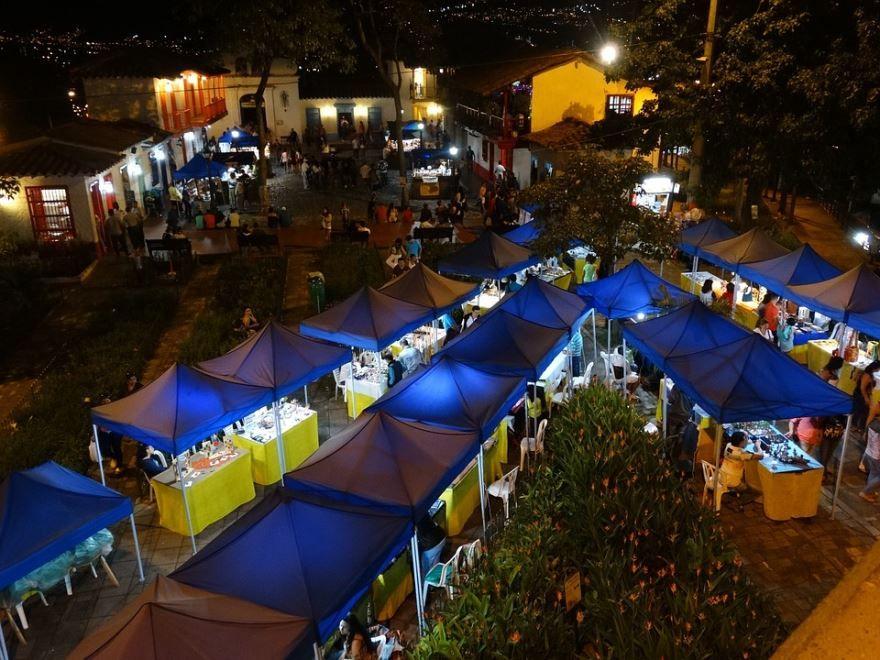 Ночное фото город Медельин