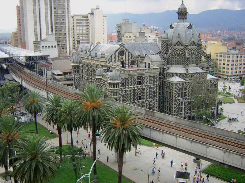 Смотреть красивое фото город Медельин