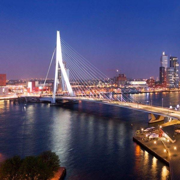 Ночное фото город Роттердам