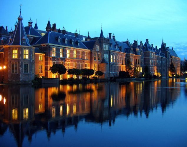 Ночное фото города Гаага