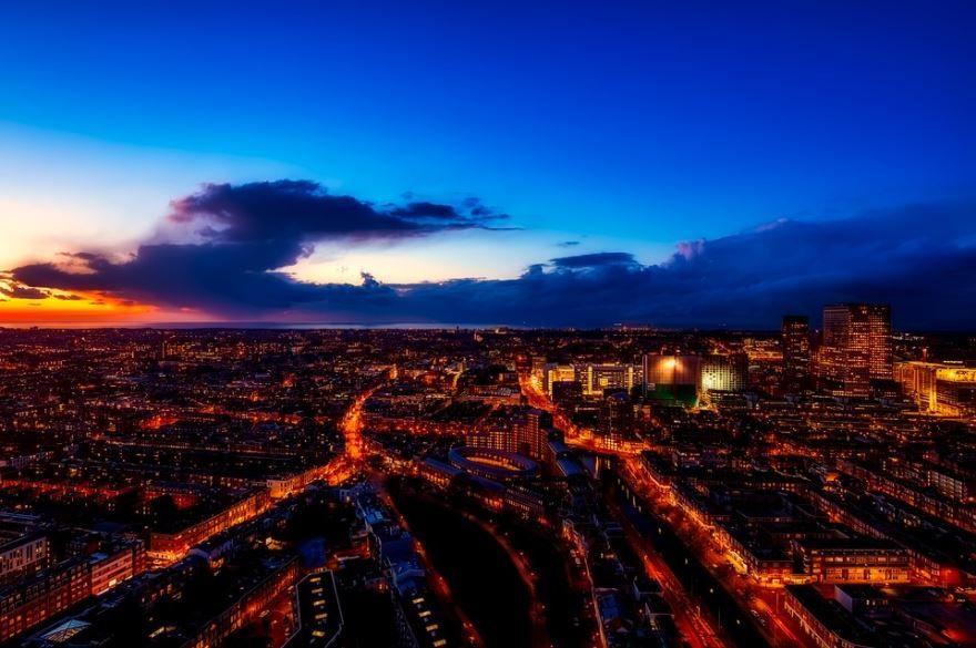 Ночное фото город Гаага