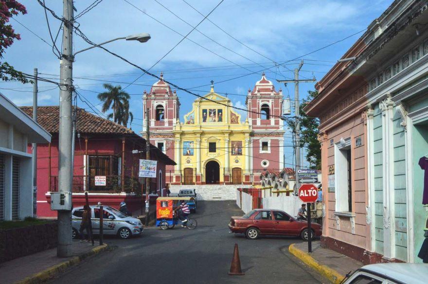 Улица город Леон