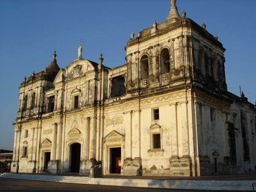 Собор города Леон Никарагуа