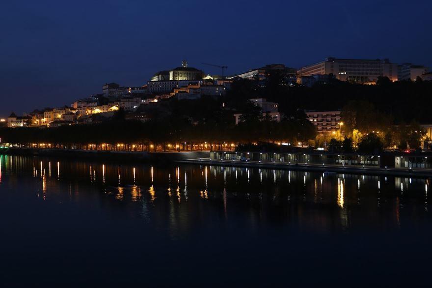 Ночное фото город Коимбра