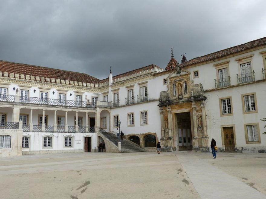 Университет города Коимбра Португалия