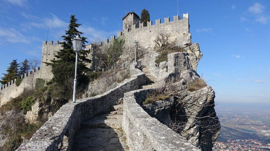 Смотреть красивое фото город Сан-Марино