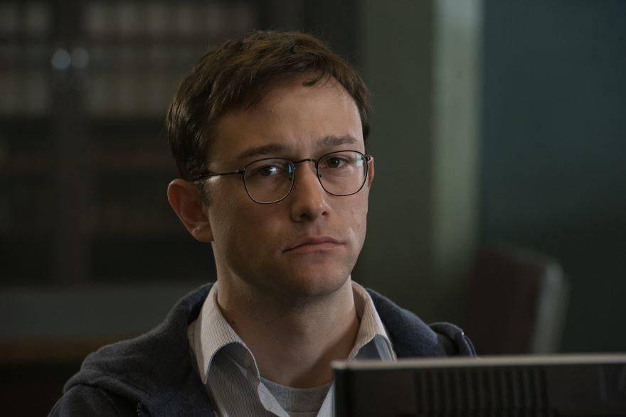 Бесплатные кадры к фильму Сноуден в качестве 1080 hd