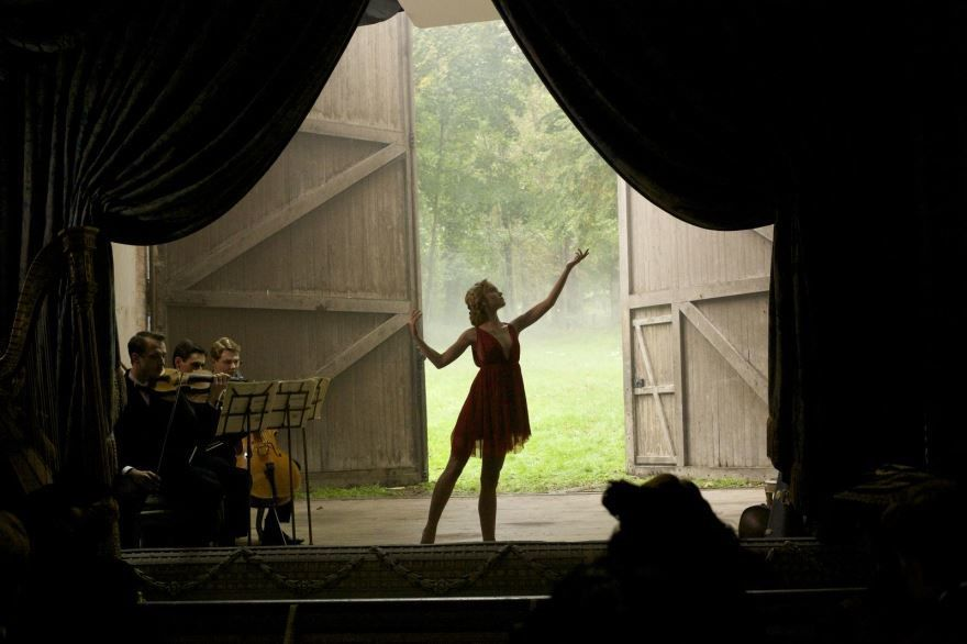 Бесплатные кадры к фильму Танцовщица в качестве 1080 hd
