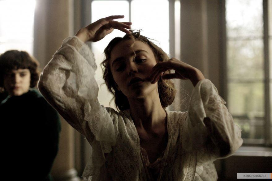 Смотреть бесплатно постеры и кадры к фильму Танцовщица онлайн