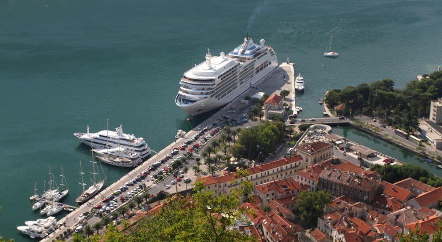 Вид на порт города Котор Черногория