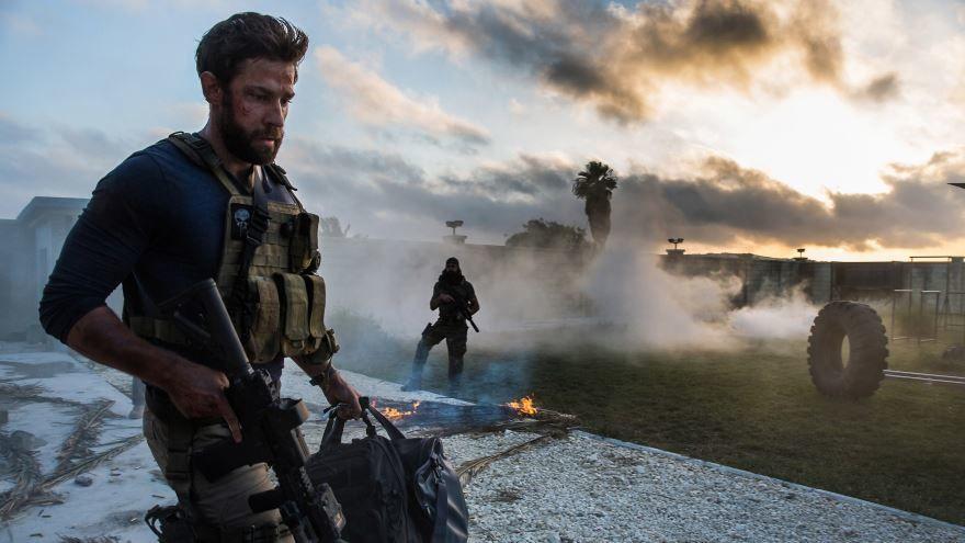 Смотреть бесплатно постеры и кадры к фильму 13 часов: Тайные солдаты Бенгази онлайн