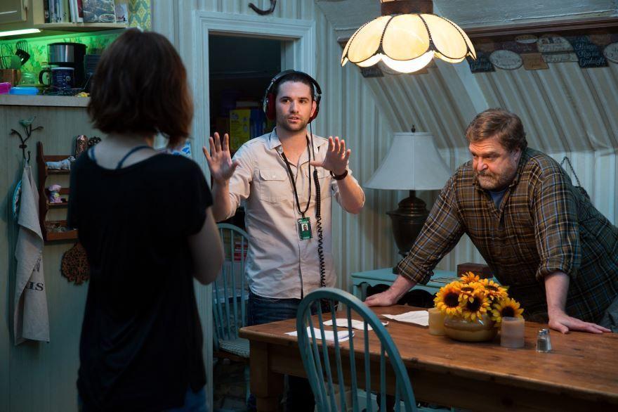 Смотреть бесплатно постеры и кадры к фильму Кловерфилд, 10 онлайн