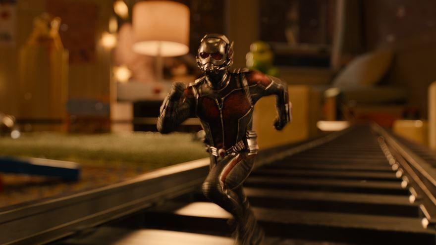 Скачать бесплатно постеры к фильму Человек-муравей  в качестве 720 и 1080 hd