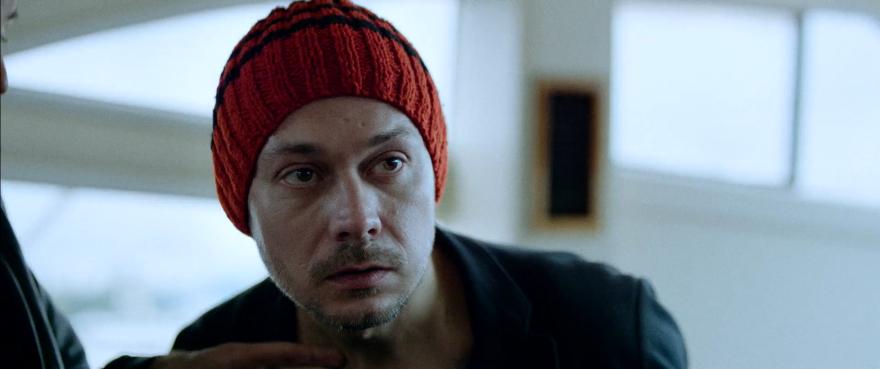 Смотреть бесплатно постеры и кадры к фильму Неуловимые: Последний герой онлайн