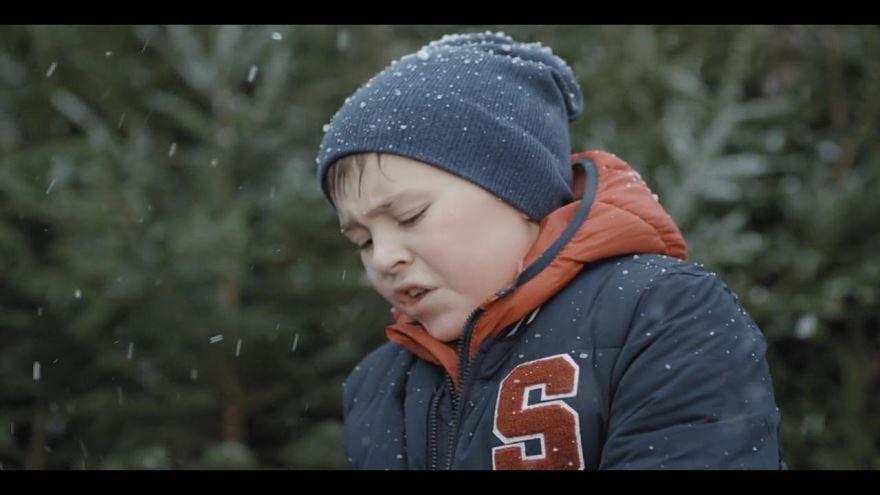 Бесплатные кадры к фильму Новогодний папа в качестве 1080 hd