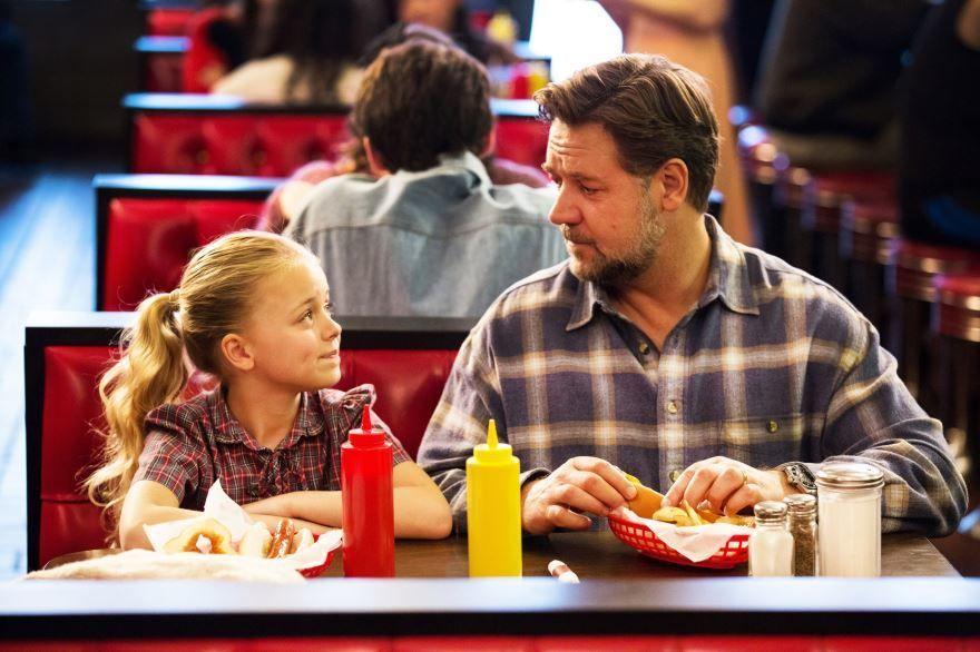 Смотреть бесплатно постеры и кадры к фильму Отцы и дочери онлайн