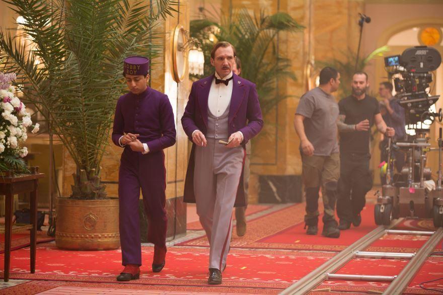 Смотреть онлайн кадры и постеры к фильму Отель «Гранд Будапешт» бесплатно