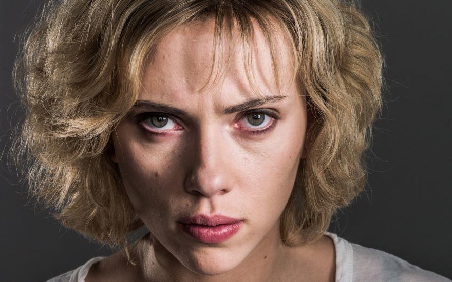 Смотреть онлайн кадры и постеры к фильму Люси бесплатно