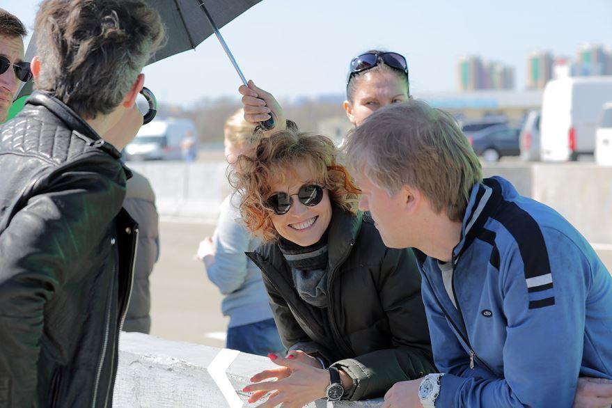 Смотреть онлайн кадры и постеры к фильму Скорый «Москва-Россия» бесплатно