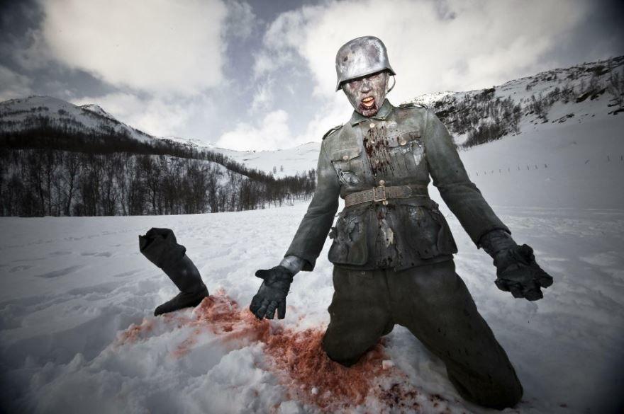 Смотреть онлайн кадры и постеры к фильму Операция «Мертвый снег» 2 бесплатно