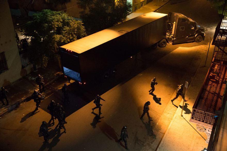 Смотреть онлайн кадры и постеры к фильму Судная ночь 2 бесплатно
