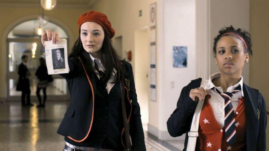 Смотреть онлайн кадры и постеры к фильму 2013 года Таймлесс. Рубиновая книга бесплатно