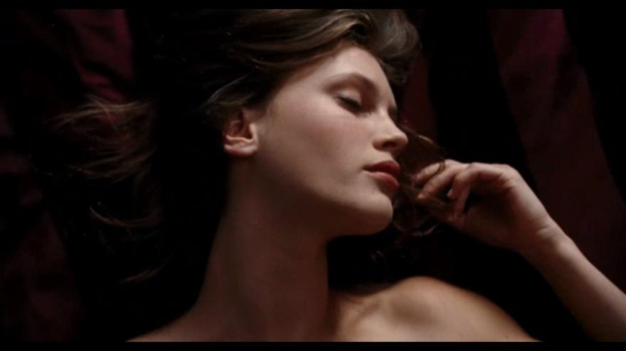 Смотреть онлайн кадры и постеры к фильму Молода и прекрасна бесплатно
