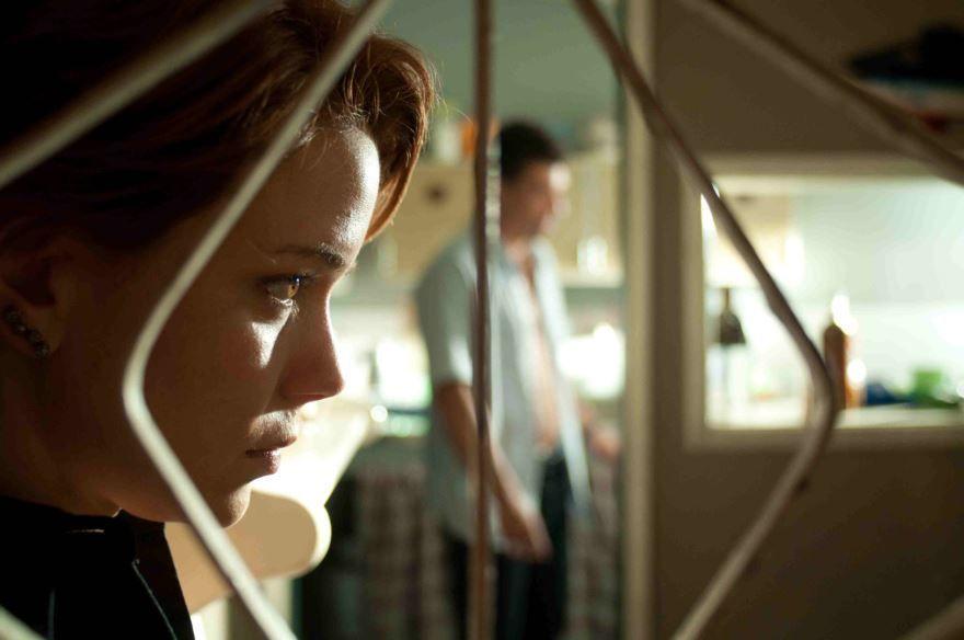 Смотреть онлайн кадры и постеры к фильму Дверь бесплатно