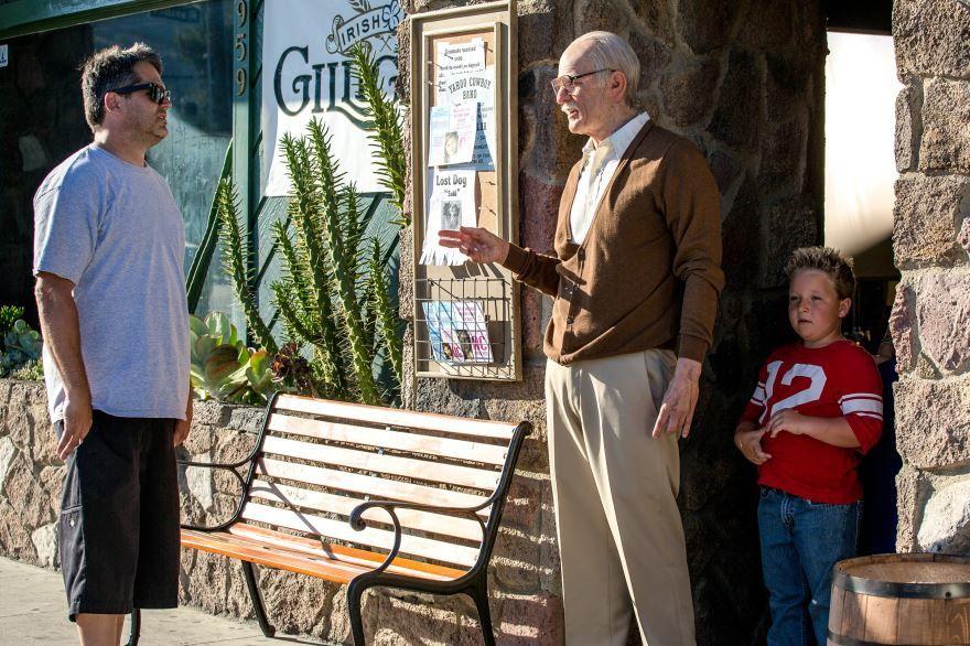 Смотреть онлайн кадры и постеры к фильму Несносный дед бесплатно