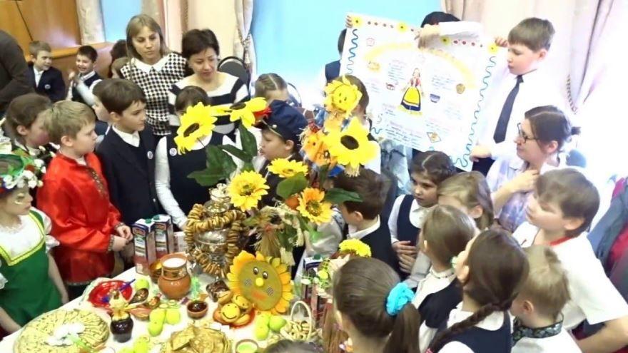 Весенние праздники в России - Масленица фотографии