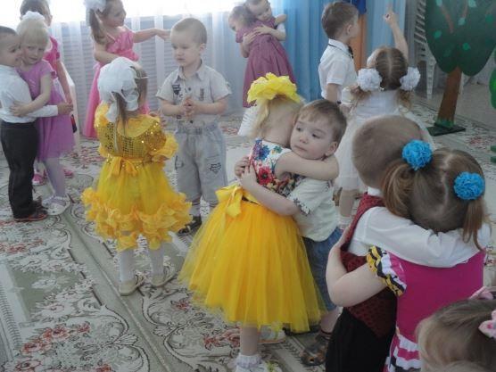 Первый весенний праздник в школе