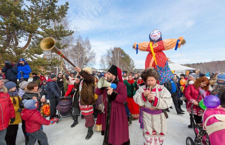 Праздник в России - Масленица красивая фотография