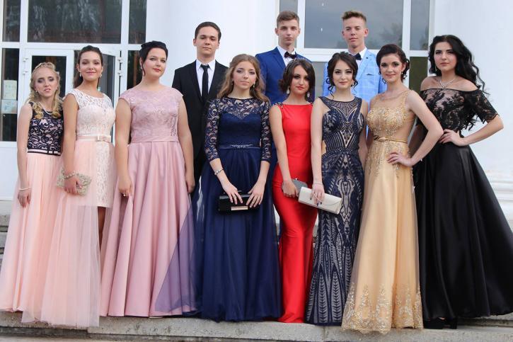 Новинки выпускных платьев 2019