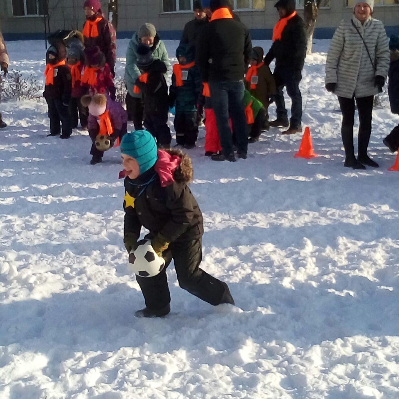 Детский зимний праздник в детском саду на улице