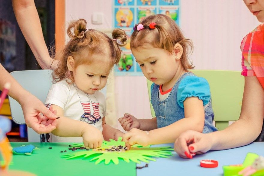 математика дошкольник ребенок упражнения цвета цифры фигуры основные понятия низкий высокий
