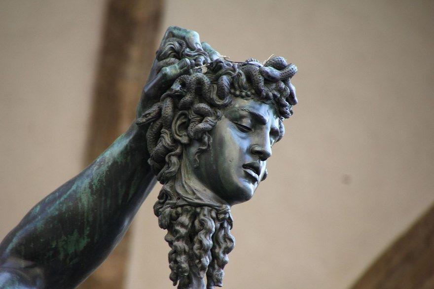 Медуза горгона фото картинки изображение миф смотреть статуя голова змеи скачать бесплатно