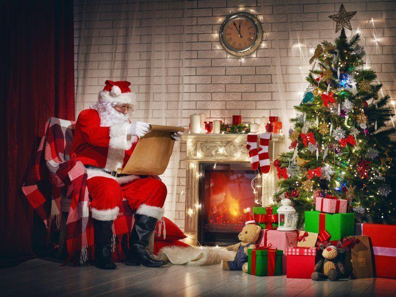 Подарок под елкой от Деда Мороза картинки бесплатно скачать