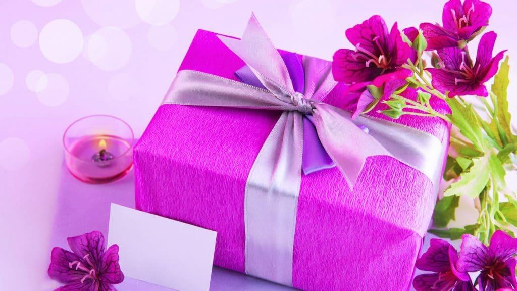 Прикольные подарки на 8 Марта коллегам