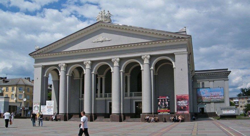 Ровно 2019 город Украина день фото скачать бесплатно  онлайн в хорошем качестве